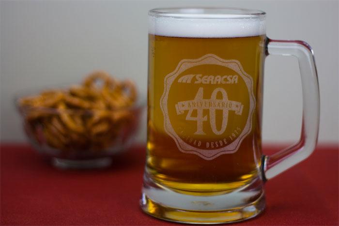 Jarras de cerveza grabadas