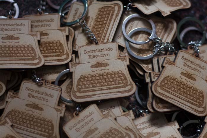 Llaveros personalizados de madera